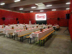 Eine Gain 26 Hellraumleinwand ermöglichte bei der Betriebsratssitzung der Firma Harry Brot in Schenefeld eine kontrasstarke gut lesbare Projektion. Plasma Monitor Verleih Ton Beamer leihen Hamburg, Projektor mieten