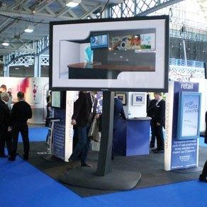 103 Zoll Plasma Display mit 40.000:1 Kontrast und einer Leuchtdichte von 1000 cd/m².