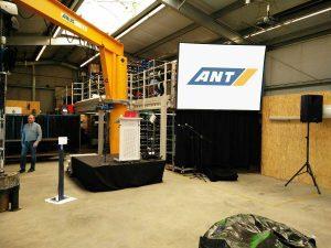 Gain 26 Hellraumleinwand inkl. Podest, Rednerpult, Audioanlage für eine Hausmesse der ANT AG in Lübeck Bühnentechnik
